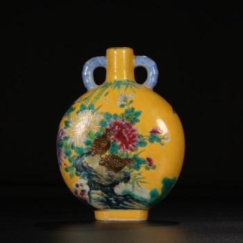 清雍正年制款   黄地的挖鼻花鸟纹宝月瓶-收藏网