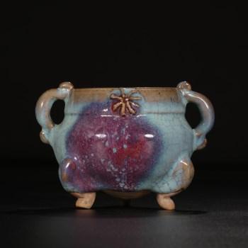 南宋  钧窑窑变紫斑双耳炉-收藏网