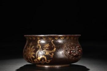 明 精铸铜胎鎏金缠枝莲纹狮首耳炉 -收藏网