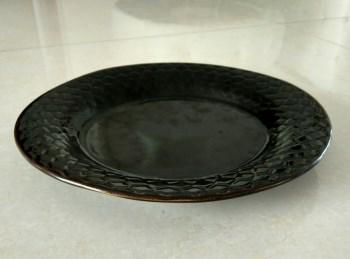 宋黑定刻棱方形纹盘-收藏网